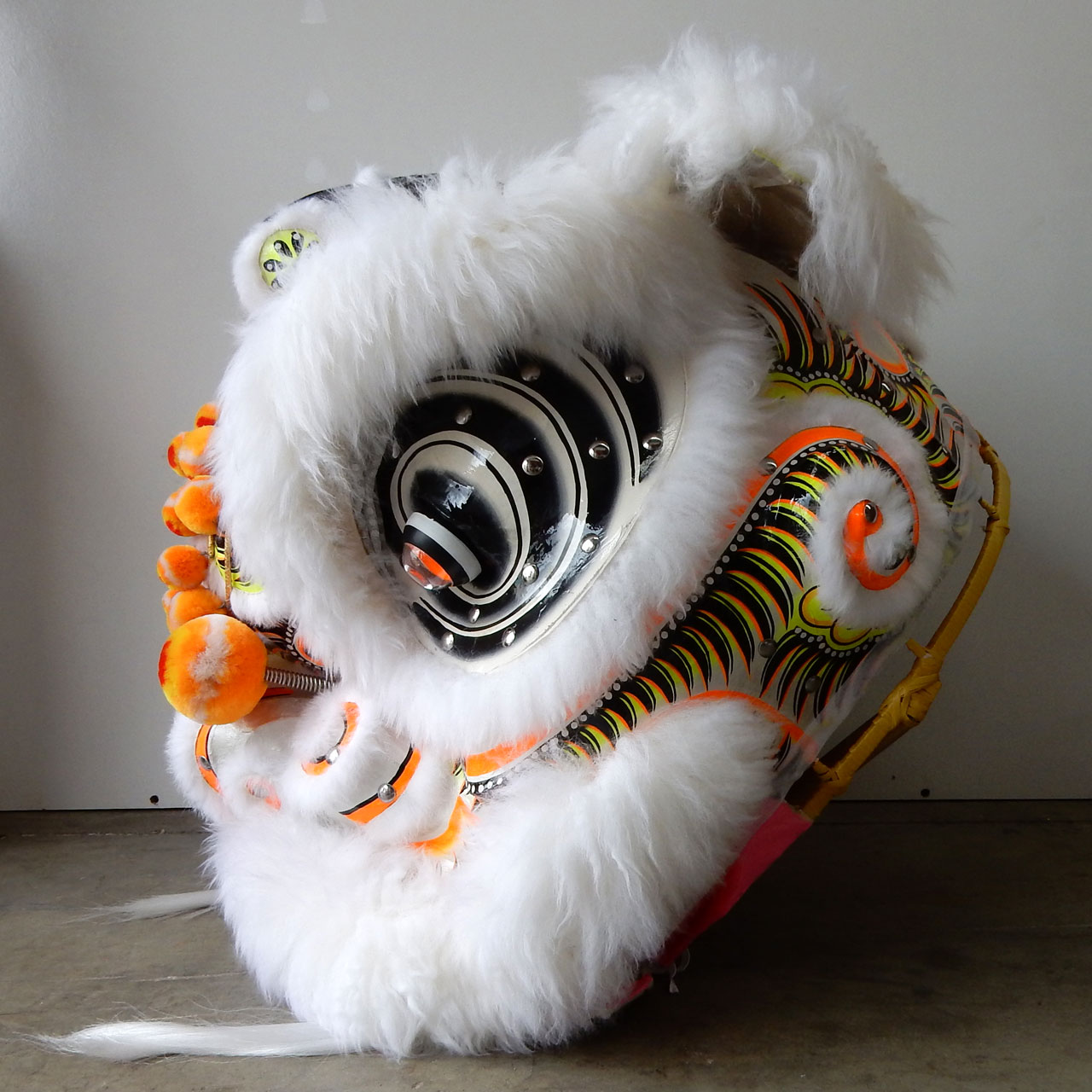 traditional-futhok-white-yellow-side
